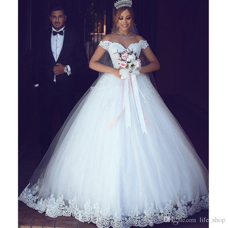2017 Puffy Princess Wedding Dresses With Lace Applique Elegant V