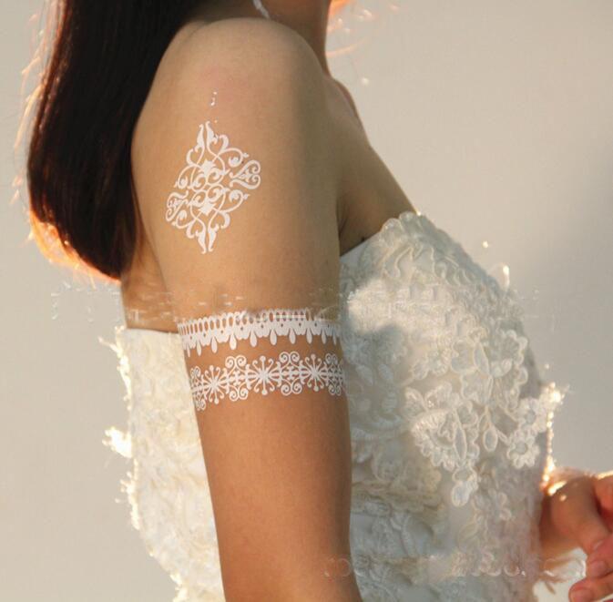 Flaş Su Geçirmez Dövme Kadınlar Beyaz Geçici Dövmeler Kına Dantel Dövmeler Çiçek Totem Düğün Gelin Geçici Dövme Etiket