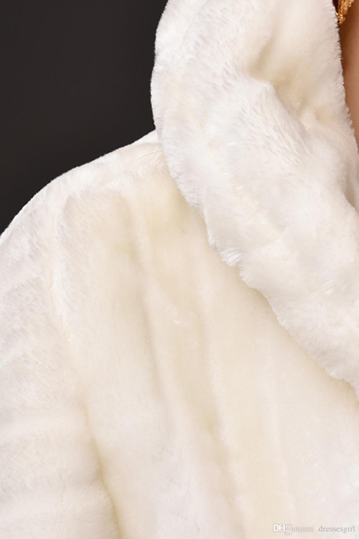 Yüksek Kaliteli Fildişi Faux Fur Gelin Wrap Kış Gelinlik Ceket Şal Evlilik Shrug Coat Parti Boleros ile Kristal Broş