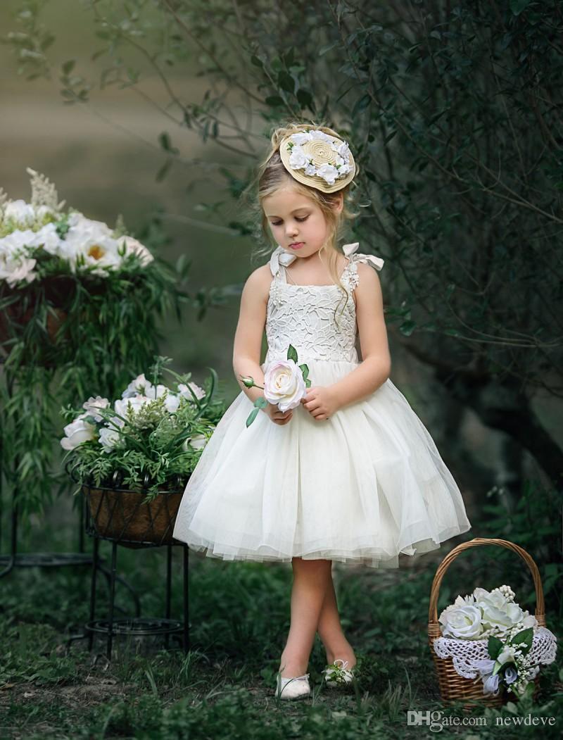 Abiti da ragazza di linea a buon mercato bianco semplice di disegno del fiore della ragazza del vestito da appliques del merletto delle ragazze Abiti da sposa della lunghezza del ginocchio di Tulle