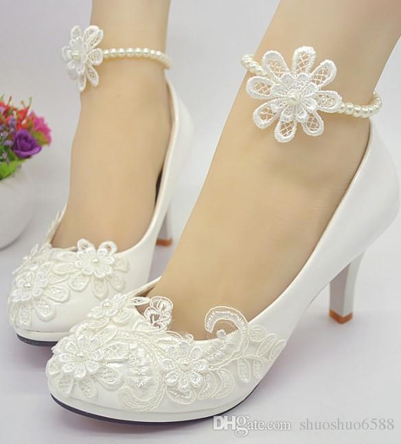 c4761c5322 Sapatos Em Promoção 2017 Novo Estilo De Venda Quente Sapatos De Noiva  Artesanal Branco Rendas Pérola Sapatos De Cabeça Redonda De Alta Calcanhar Sapatos  De ...