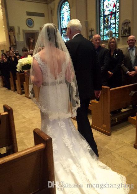 Один слой Короткие свадебные вуаль с частичным кружевом краем Элегантная свадебная вуаль с гребенью свадебные аксессуары JV04