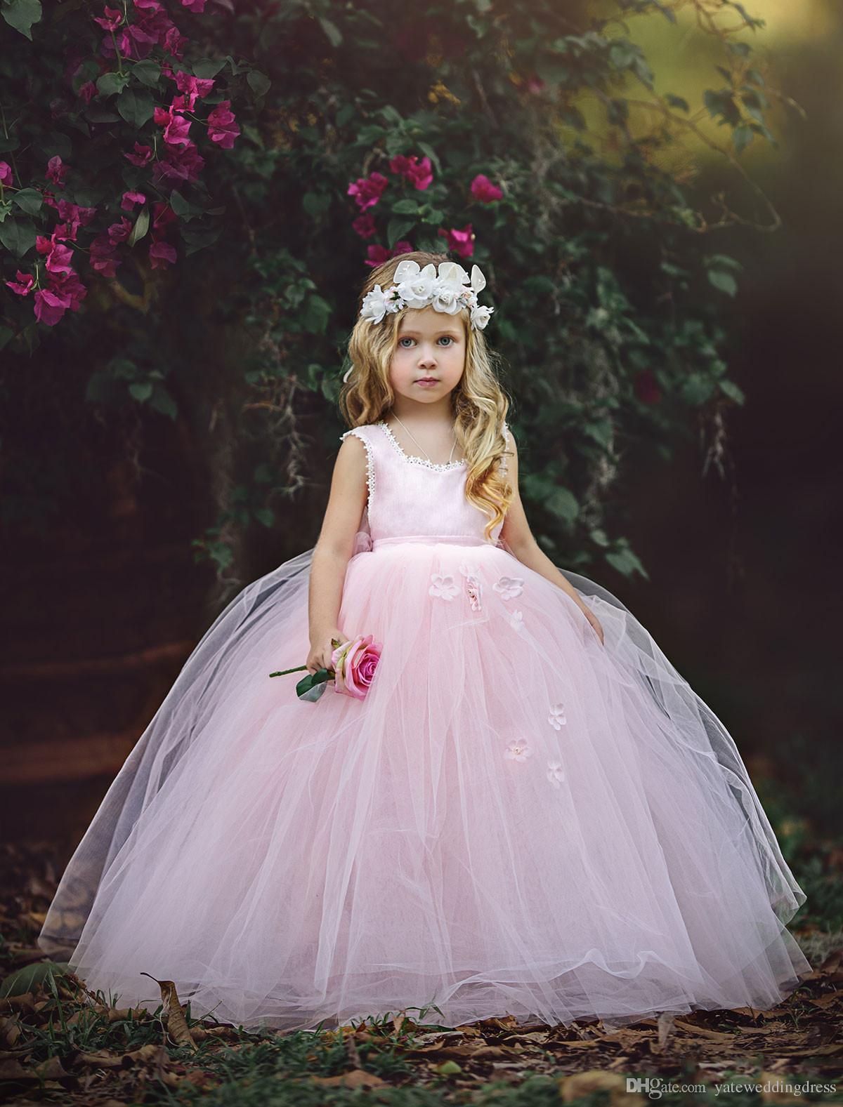 Luz rosa flor meninas vestidos colher decote sem mangas vestido de aniversário de volta zipper vestido de baile com flores artesanais em camadas custom made