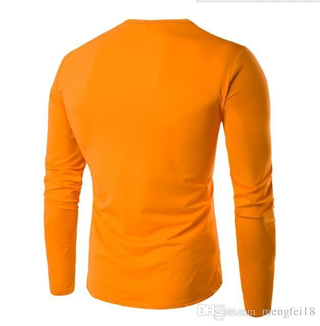 Envío gratis -. Cuando una nueva camiseta de manga larga con cuello en v y personalidad de hombre de ocio representa la prenda superior sin forro de la camiseta de manga larga de hombre