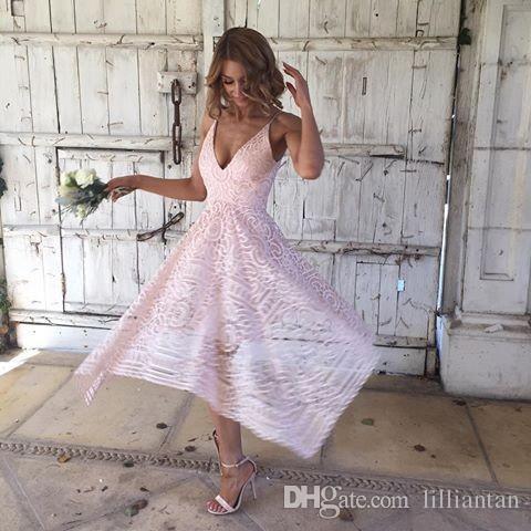 Asimetrik Yüksek Düşük Boho Pembe Balo Parti Elbiseler Koyu Donanma V Boyun Kısa Nedime Elbiseler Bohemian Dantel Düğün Konuk Elbiseler Parti Abiye