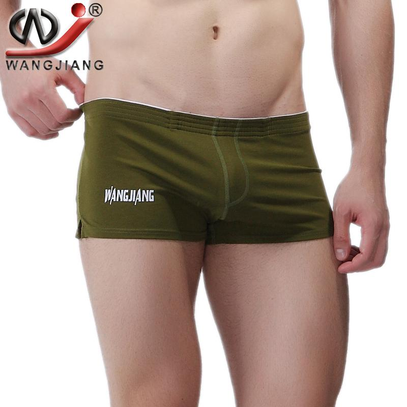 stor penis i shorts