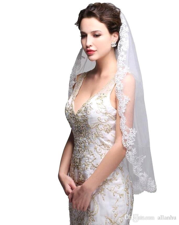 2017 In Stock Cheap White Ivory Fingertip Length Lace Edge Bridal Veils Single Layer With Comb Wedding Veil Wedding Accessories CPA556