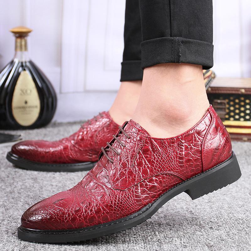 2017 HOT man Imitation crocodile skin dress shoe Flat Shoes Luxury Men's Business Oxfords wedding Shoes Black / Brown Leather Derby Shoes
