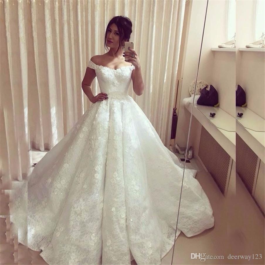 قبالة الكتف الخامس الرقبة 3D نمط اللباس الزهور الرباط زين منتفخ الكرة أثواب الزفاف الملكي الأزياء الدانتيل الأبيض فساتين الزفاف