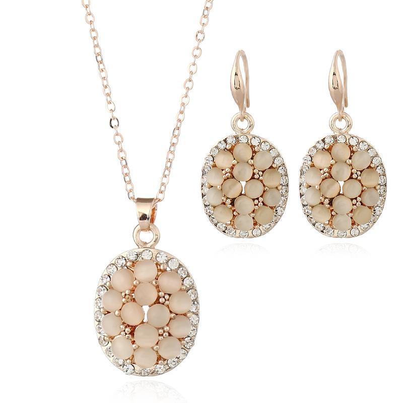 10b02c2b92db Pendientes Collares Conjuntos de anillos Moda Mujeres Elegantes Estilo de  la flor Rhinestone Chapado en oro Sistemas de joyas 3 piezas Conjunto al  por ...