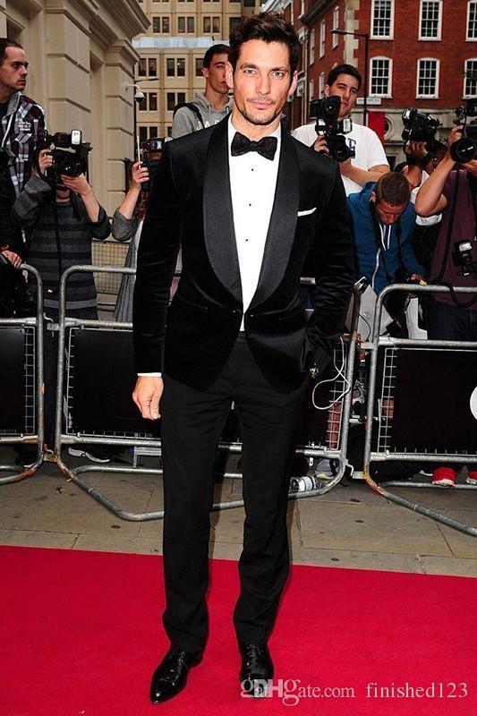 Moda novio esmoquin padrinos de boda terciopelo negro chal solapa mejor traje de hombre boda trajes de chaqueta de los hombres chaqueta + pantalones + corbata K310