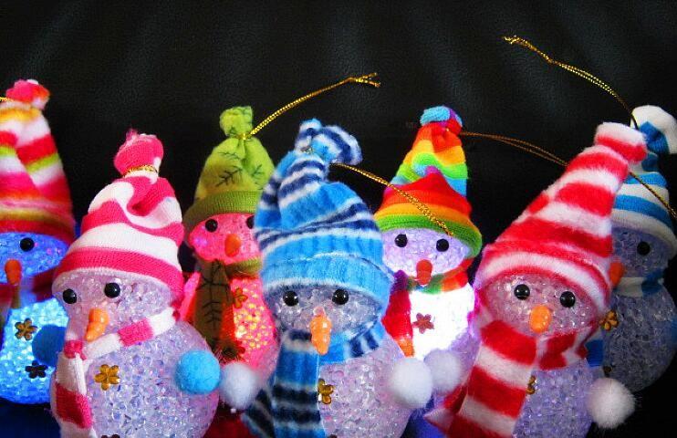 Mudança de cor LED boneco de neve de natal decoração luz de humor lâmpada de luz Xmas árvore de suspensão ornamento