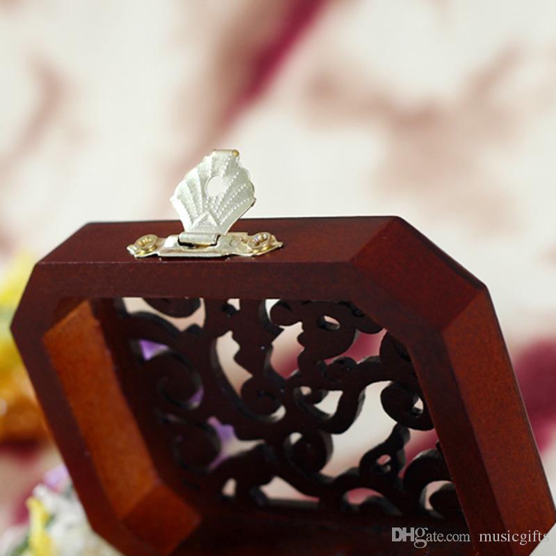 Neuheiten Klassische Carving Style Holz Polygon Form Spieluhren Nette Geschenke