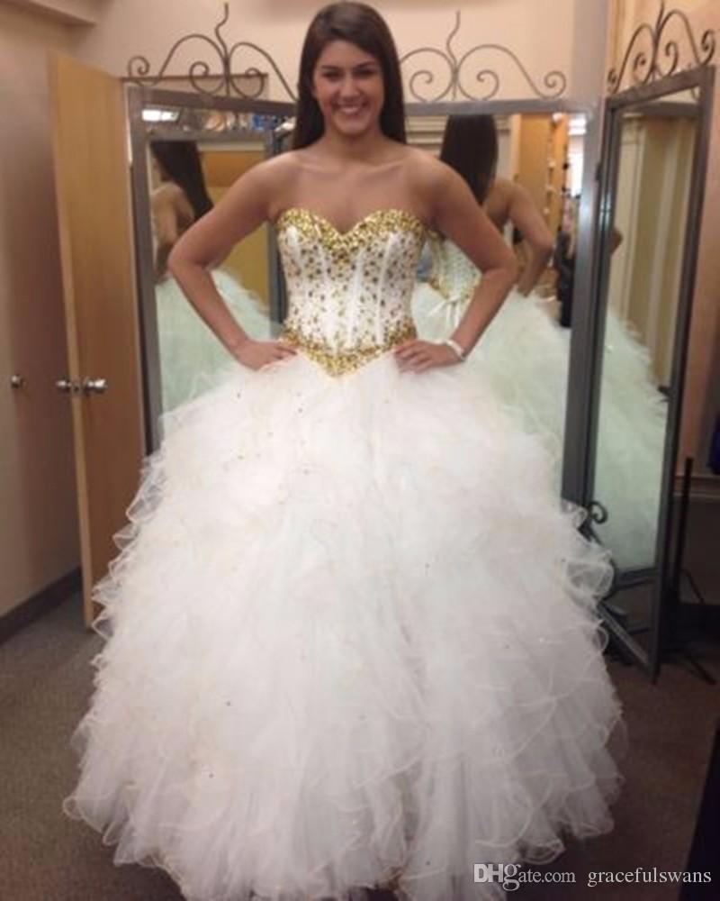 Eleganti abiti Quinceanera bianchi con volant in rilievo oro Gonna Ball Gown Principessa Abiti da ballo Sweetheart vestido debutante