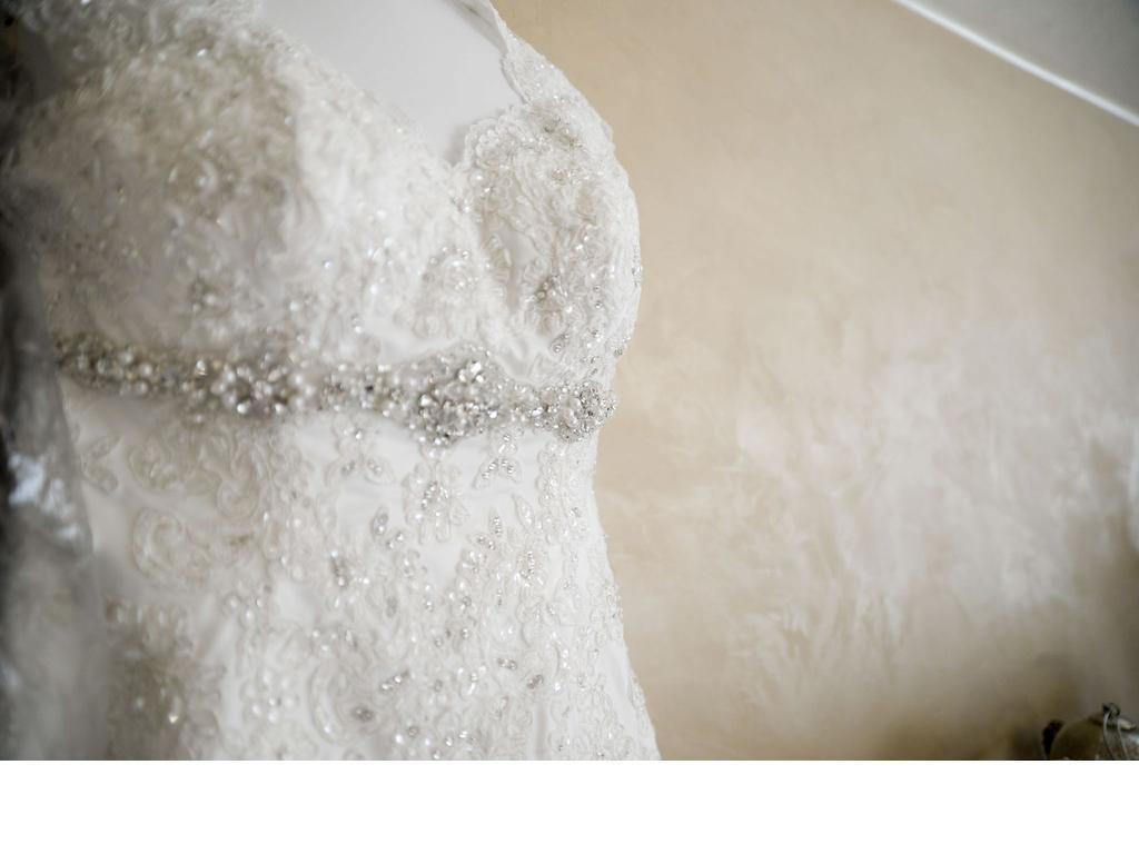 New Design Lace Appliques Pearls Beading Keyhole Back Fishtail Train Empire Waist COR-356 Robe De Marriage Wedding Dresses