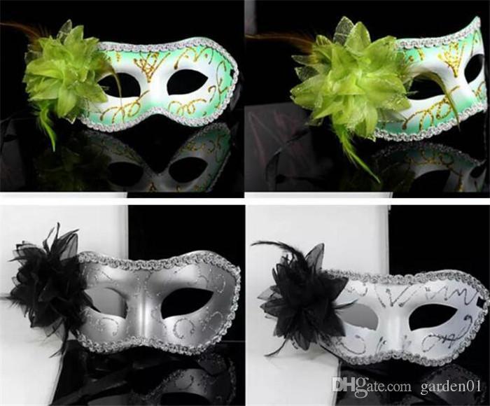 Schöne Maskeradeschablonen für Mädchenfrauen in der Parteimischungsmaske mit einer modernen Maskerade-Parteimaske D154