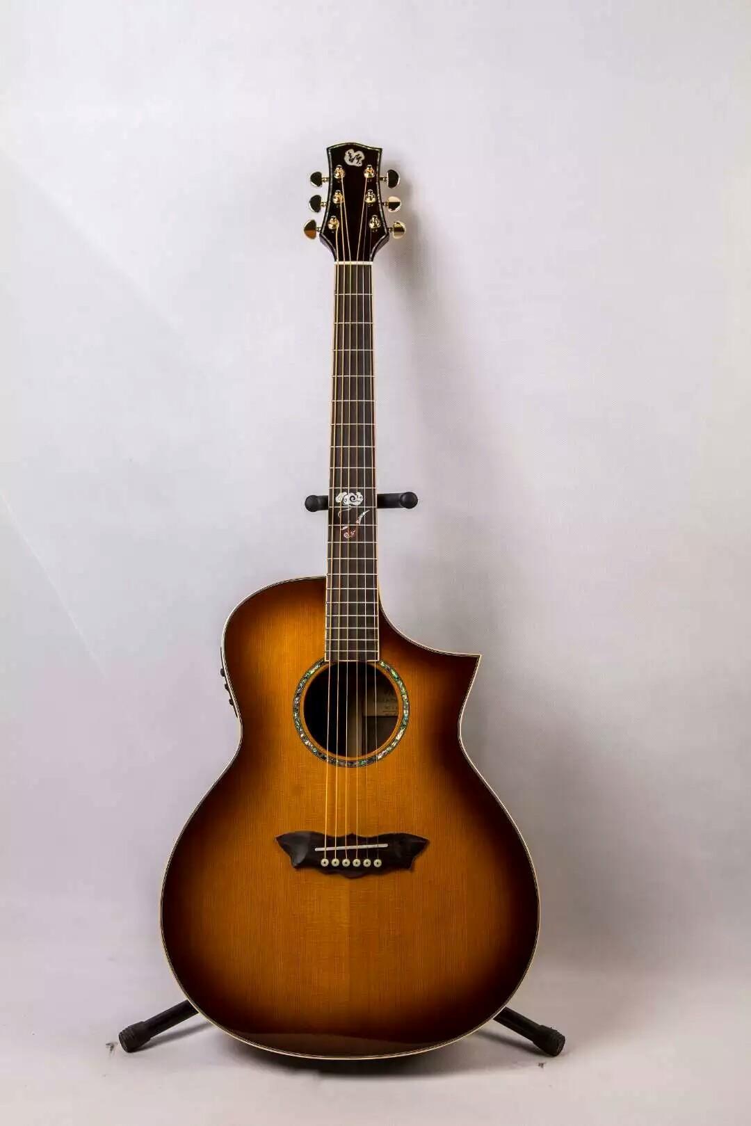 La nouvelle guitare à la main de la rime, le panneau supérieur nuage ouest du vêtement non doublé, le bois de rose indien lientang. L'assurance qualité, non satisfaite peut re
