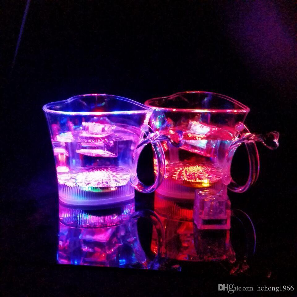 Flash Mug a forma di cuore di plastica LED Light Up Cup Eco Friendly Colorful Lovers Cups Bar Party 5 5jc R