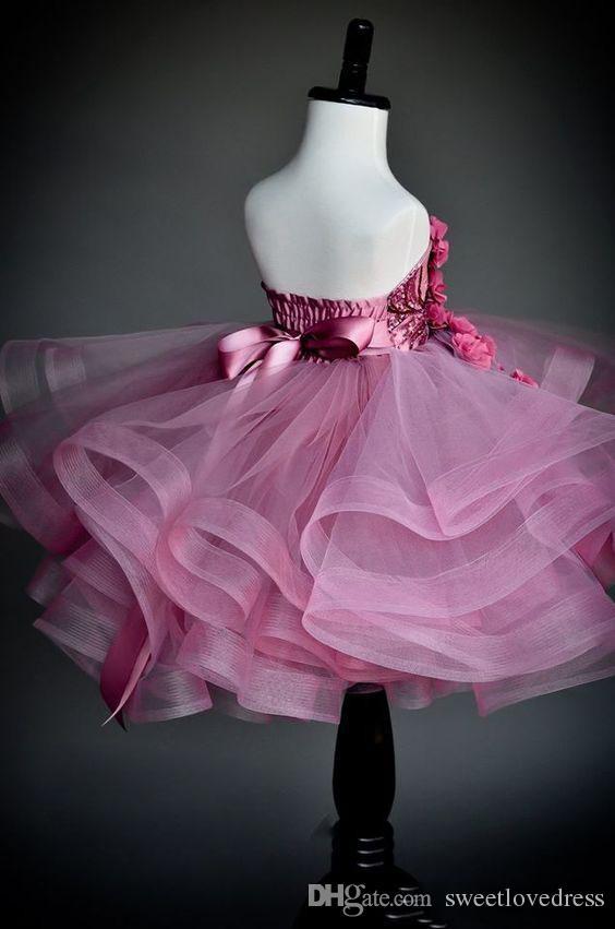 elegante abgestufte Rüschen Blumenmädchenkleider für Hochzeiten Liebste Pailletten handgemachte Festzugkleider für Kinder Rückenfrei bodenlang