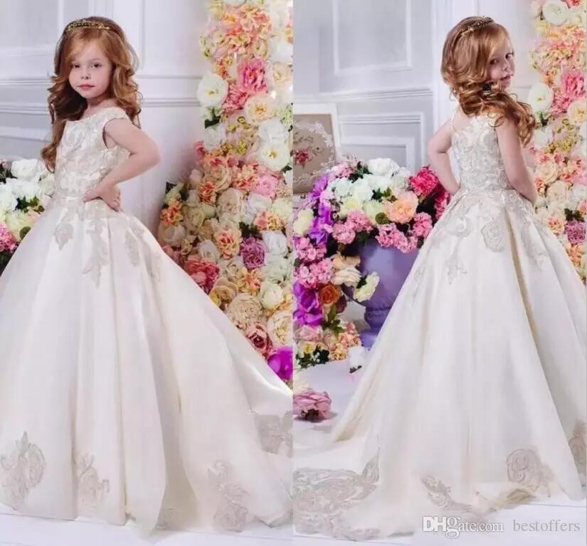 Robes de filles de fleur pour le mariage 2018 Jewel Neck Court Train Satin avec dentelle Appliques A-ligne Girls Pageant Party Robes personnalisé