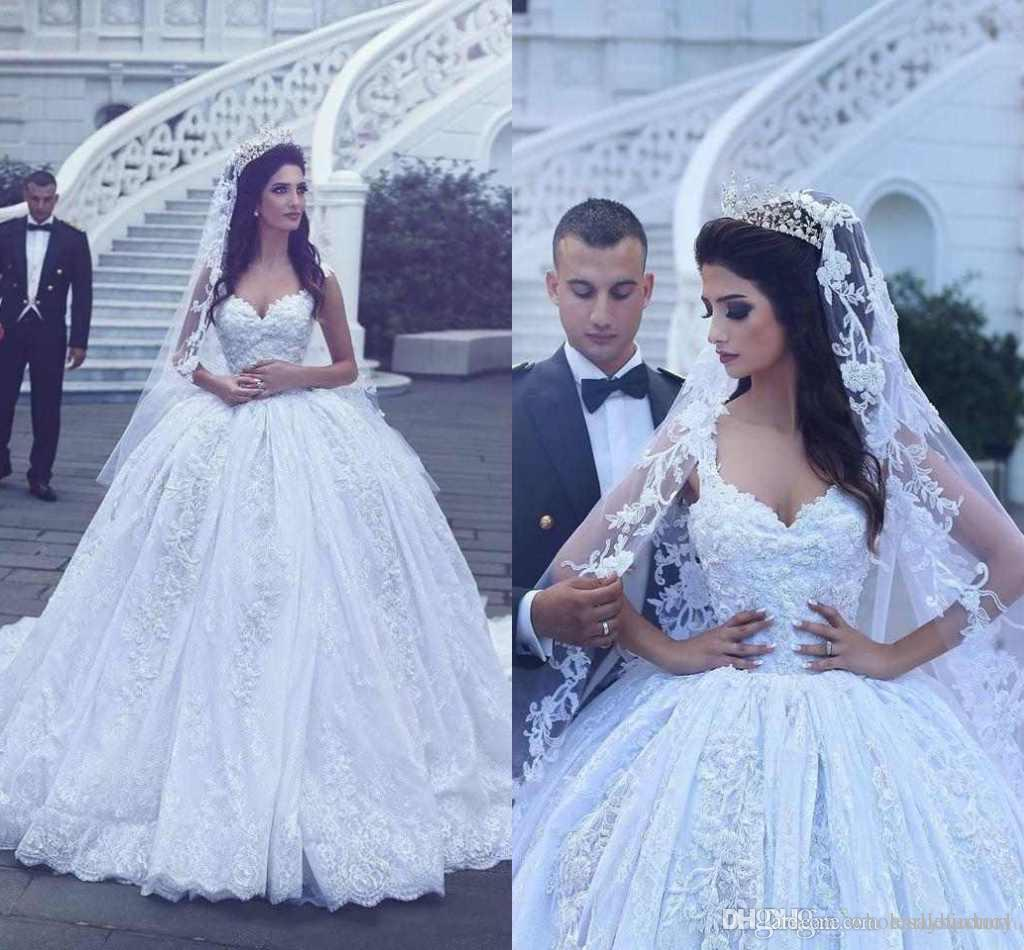 Vintage Broderie Dentelle Robes De Mariée 2017 Dubaï Princess Robes de mariée Crystal Perles Perles Colles De Jeune De Mariage Robes De Mariage Train Cour