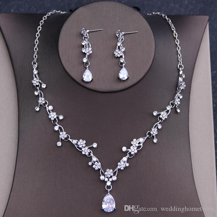 Hot Exquisite 2017 Shining Rhinestones Jewelry Sets Necklace Pierced Earrings Alloy Bridal Cheap Wedding Accessories For