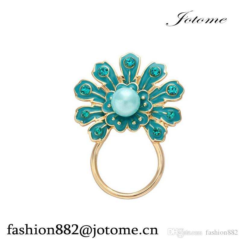 2017 China Wholesale Green Peacock Shape Flower Eyeglass Holder Brooch Jewelry for Women decoration
