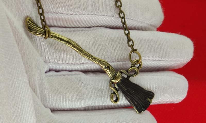 Ciondoli di scopa Firebolt Collana di bronzo antico Cicatrice Flash Broomstick donna Uomo Fans Gioielli di moda Trasporto di goccia