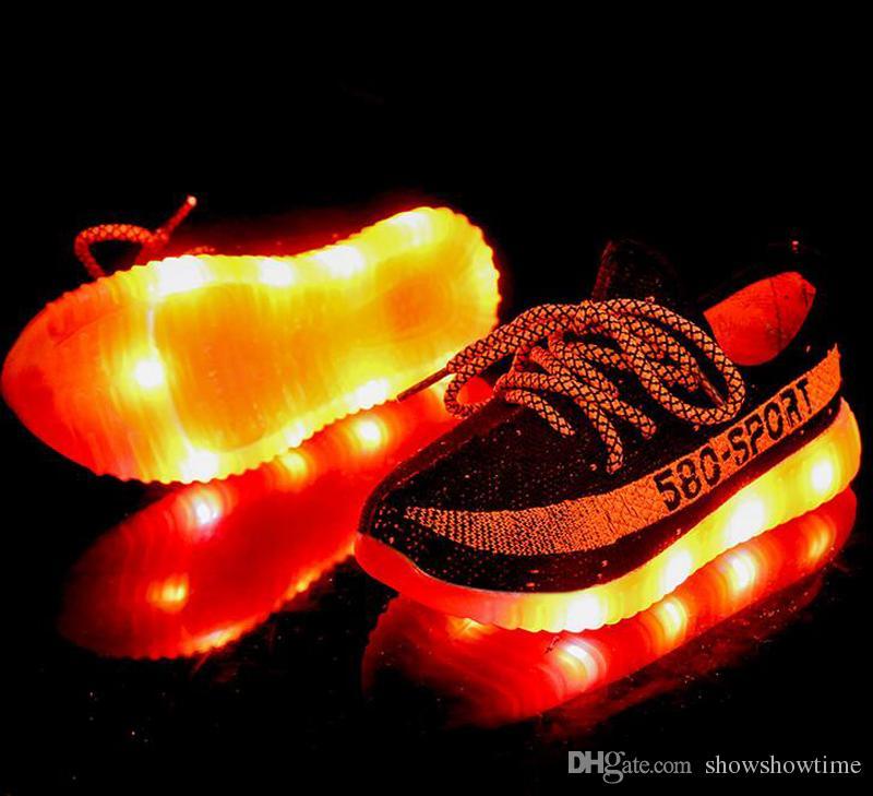 Toptan büyük çocuk erkek kız Atletik lights up LED aydınlık ayakkabı Güzel Parlak gümüş Renkli taban 580 gündelik çocuk neon sneakers Ayakkabı