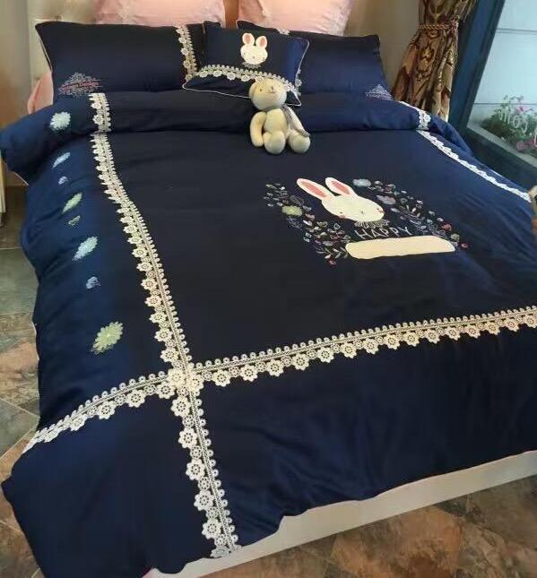 High-end 60 longo grampo azul coelho dos desenhos animados conjuntos de cama de algodão bordado rendas fronha, saia da cama Capa de Edredão
