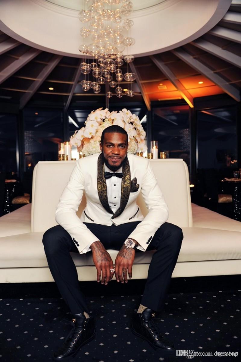 Beau Deux Pièces mariage blanc Smokings Slim Fit Motif d'or Costumes Laple pour les hommes pas cher One Button Groomsman Suit veste + pantalon + Bow Tie