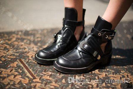 Sıcak Satış 2017 Moda Metal Cut-çıkışları Sandalet Slip-on Lady Ayak Bileği Çizmeler Yuvarlak Ayak Yassı Kadın Martin Çizmeler Rahat Ayakkabılar