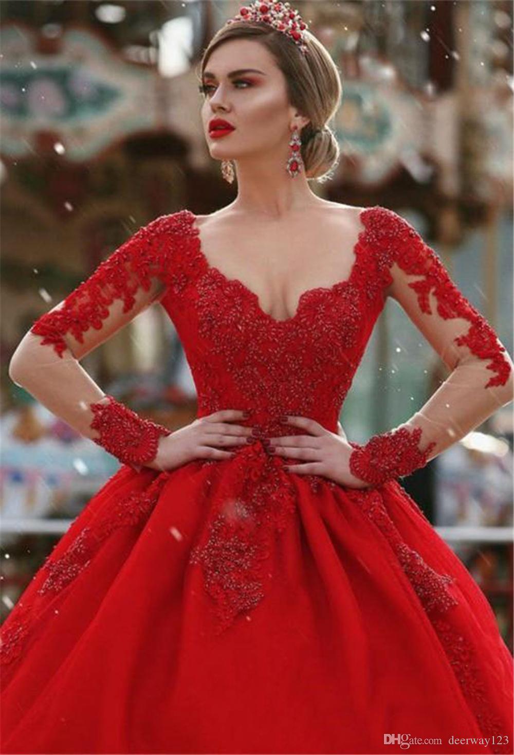 Sur mesure Faire manches longues rouge Robes de bal décolleté en V-cou dentelle Appliqued rouge Puffy long arabe Dubaï Party Tenue de soirée Robes Celebrity