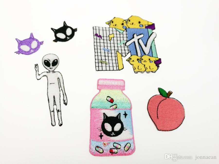 SUPER CUTE FUNNY ALIEN LIVING CARTOON PATTERN EMBROIDERY PATCH IRON ON APPLIQUE EMBROIDERY PATCH ON CLOTHES