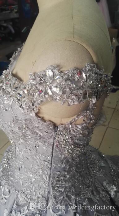 Vraies Photos Robe De Bal Bling Robe De Mariage De Luxe Blanc Ivoire Argent De L'épaule Cristaux Perles Dentelle Appliques Robe De Mariée Cour Train