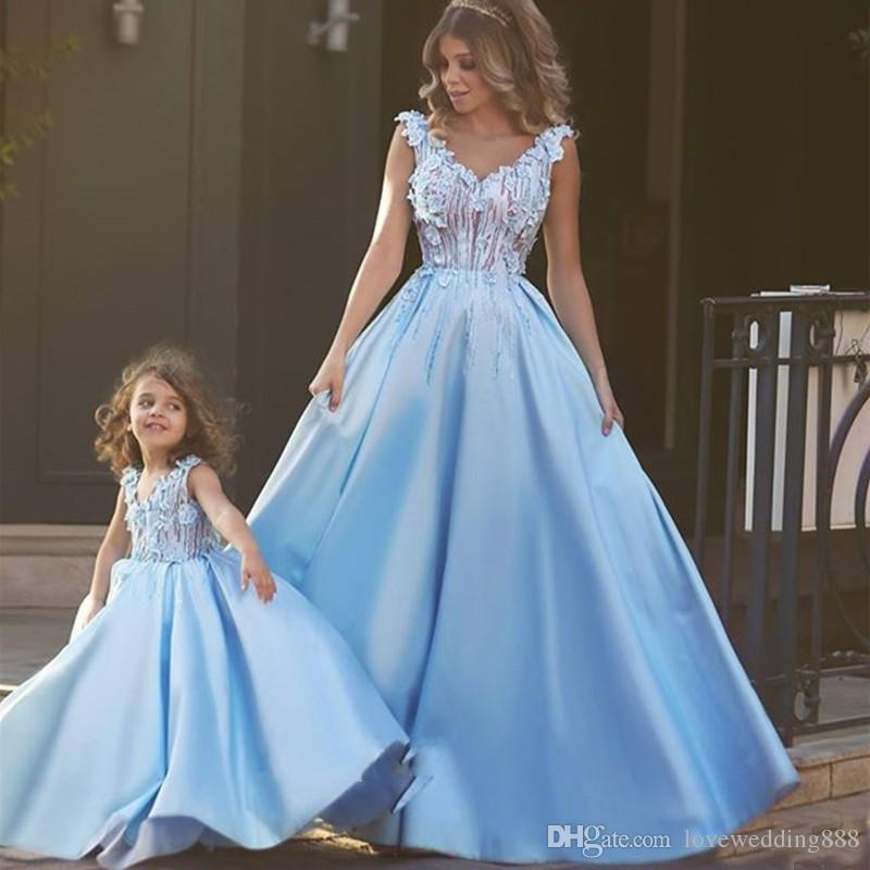 2020 Beauty Daughter and Mother Dresses Sky Blue Satin Lace Applique V Neck Floor Length Pageant Gowns Wedding Party Flower Girls' Dress