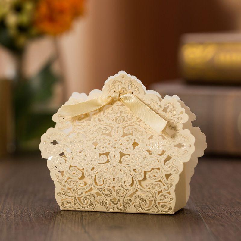 Los titulares del favor de la boda Bolsas de caramelo / chocolate Cortan con láser Papel dorado con cintas Cajas de regalo de boda BW-FH0013
