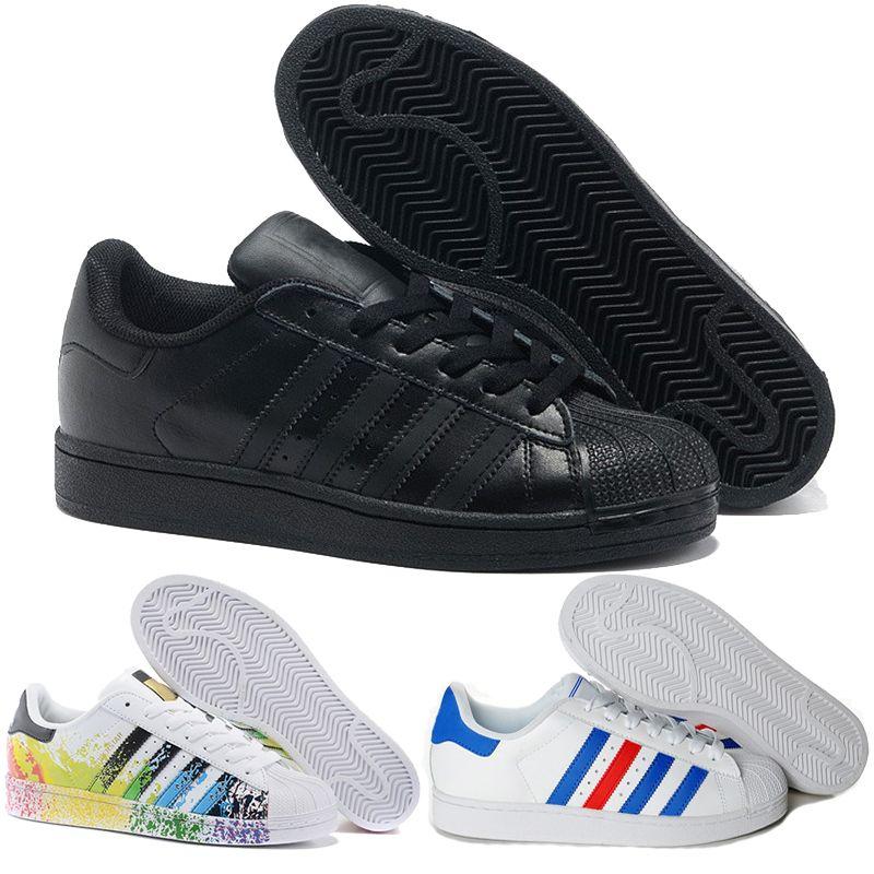 4d99628595c Compre 2018 Mais Novo Adidas Originais Superstar Holograma Branco  Iridescente Júnior Superstars 80 S Orgulho Sneakers Mulheres Homens  Correndo Sapatos De ...