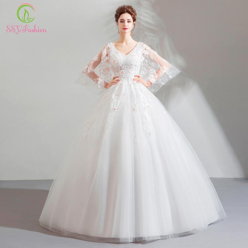 326c235581 Compre Vestido De Noiva SSYFashion Nuevo Vestido De Novia Novia Dulce  Encaje Blanco Con Cuello En V Palabra De Longitud Bordado De Encaje  Rebordear Vestido ...
