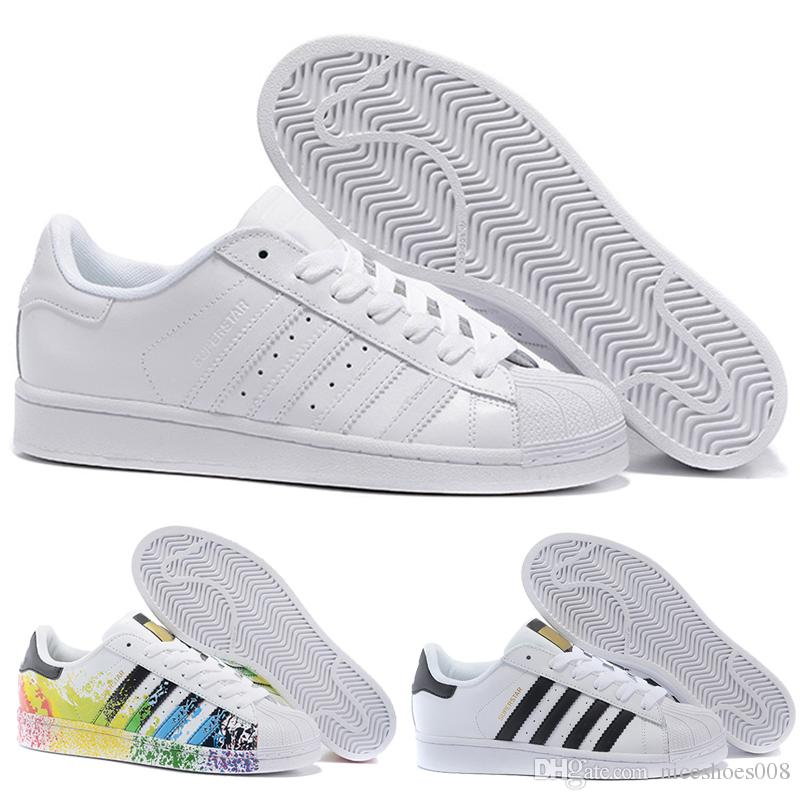 Compre Hot Barato Adidas Superstar 80 S Das Mulheres Dos Homens Sapatos De  Basquete Casuais Sapatos De Skate 17 Cor Rainbow Splash Tinta Moda Sapatos  De ... eef75056e74