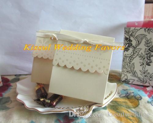 100 adet / grup Taraklı-Kenar Fildişi Düğün Şeker Kutuları Parti dekorasyon hediye kutusu ve Gelin duş favor Için kutu ve iyilik