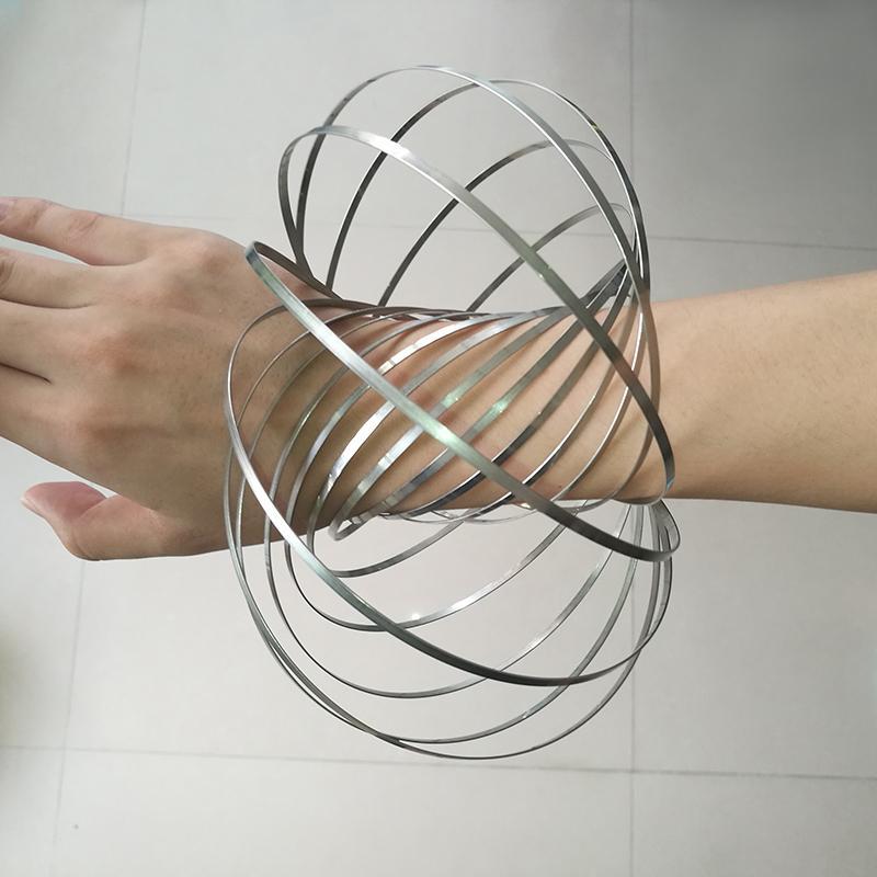 Venta al por mayor regalos Xmax metal anillo de flujo Toroflux juguete holográfico por mientras se mueve crea un anillo de flujo Rainbow juguetes anillos de flujo OTH571