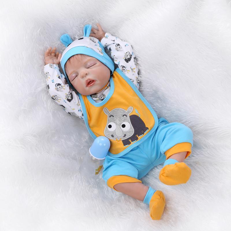 fa3ac110a Compre Novo 23 Polegada   57 Cm Reborn Baby Dolls Corpo Cheio De Silicone  Menino Sexo Fechado Os Olhos Podem Entrar Água Reborn Bebês Brinquedos  Bonecas De ...