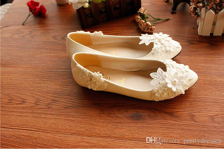 2018 Lace Pearls Adorned Wedding Shoes Flats Bridal Shoes Sweet Comfortable Flat forms Prom Party Shoes with Lace Appliques