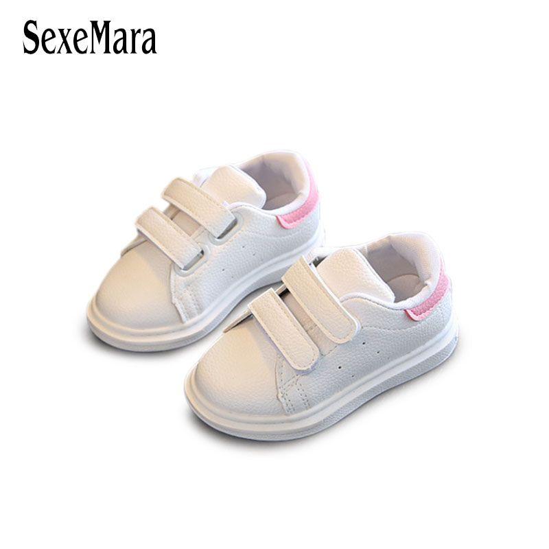 a346f439177 Compre Moda Infantil Tênis Branco Sapatos Casuais Bebê Crianças 2018 Loop  Gancho De Couro Remendo Cor Meninas Sapatos Rosa Preto Menino Sapato B05244  De ...