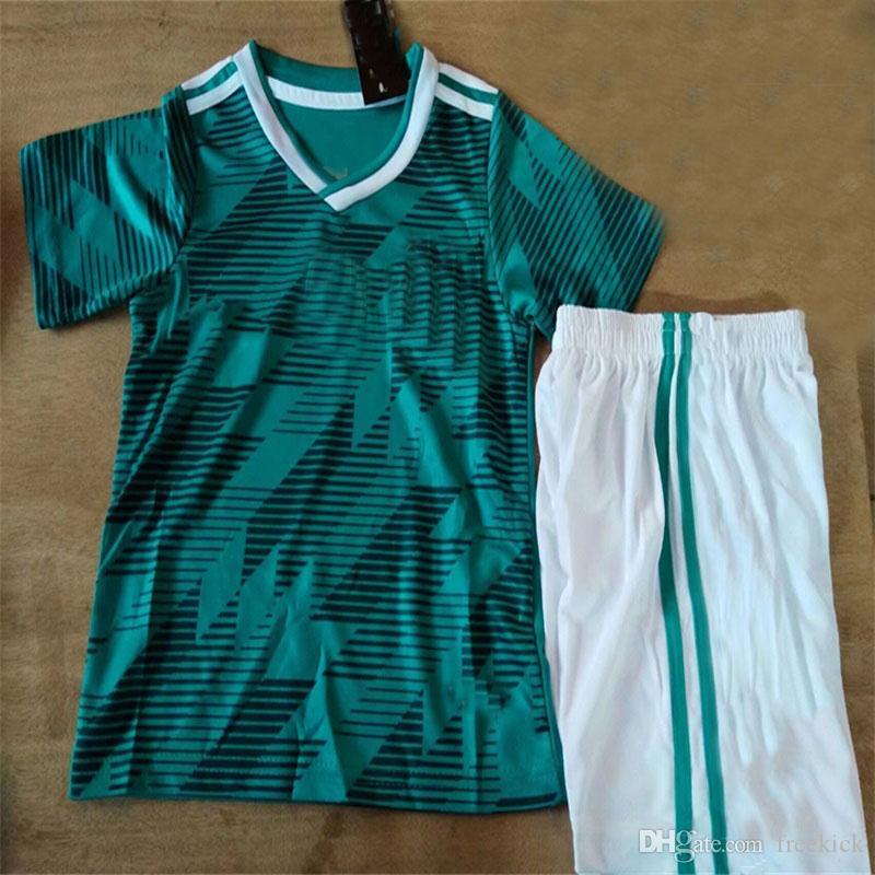 7a7b4ce3fdcdc Compre Dhl Frete Grátis Alemanha 2018 Copa Do Mundo Crianças Kit Away Camisa  Verde E Curto Muller Aceitar Nome Personalizado 2 De Freekick