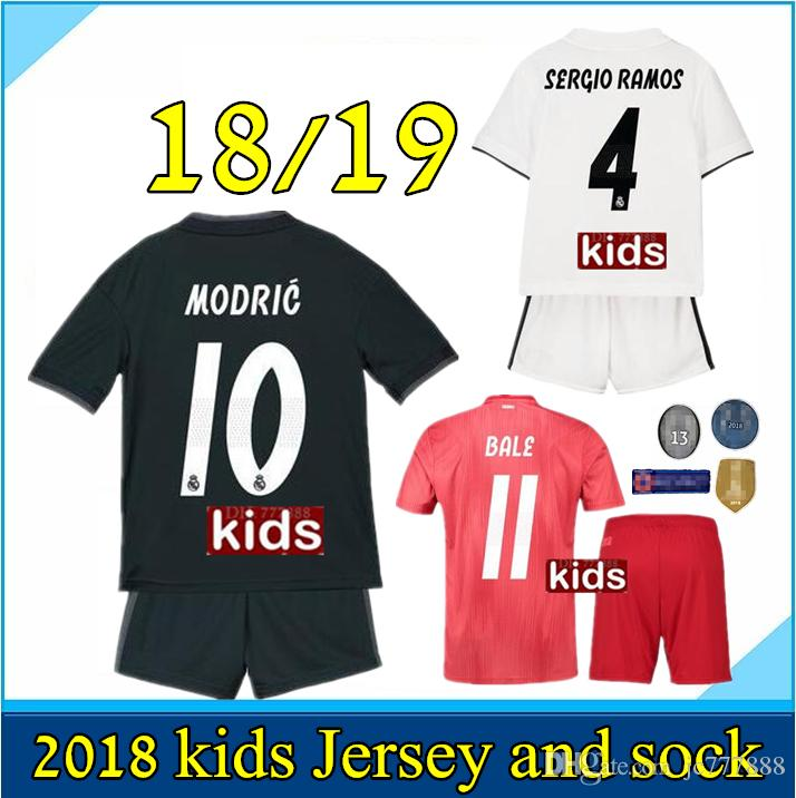 238425415 Großhandel Kinderinstallationssatz 2018 2019 Real Madrid Fußball Trikot 18  19 Hauptweißen Weg Schwarzen Jungen Fußball Jerseys ISCO ASENSIO BALE KROOS  Kind ...