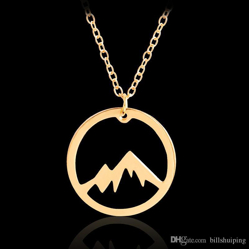 Venta al por mayor Tiny Mountain Range Peak Charms Wanderlust Travel Regalo Amantes Joyería Boutique Dainty Nature Colgante Collar