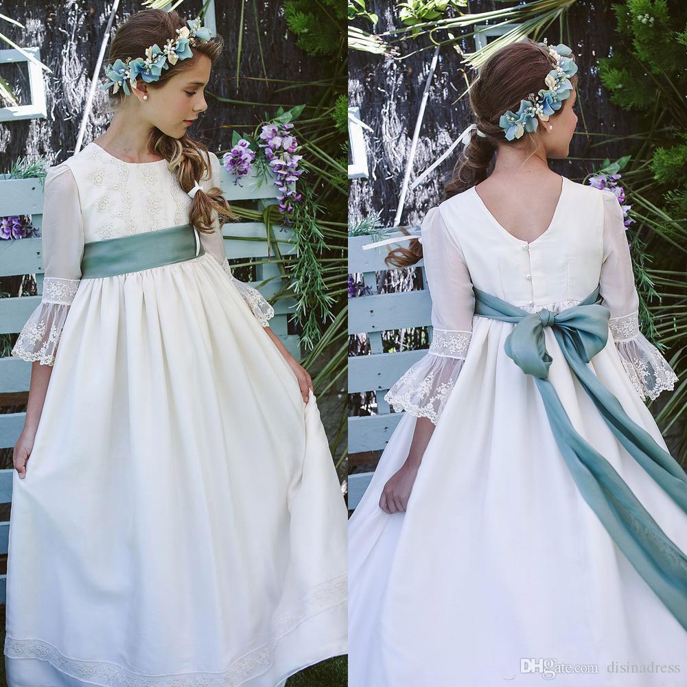 b2835a2f8516c Acheter Chic Satin Lace Applique Robes De Fille De Fleur 3 4 Manches  Longues Jewel Neck Filles Pageant Robe De Première Communion De  74.33 Du  Disinadress ...