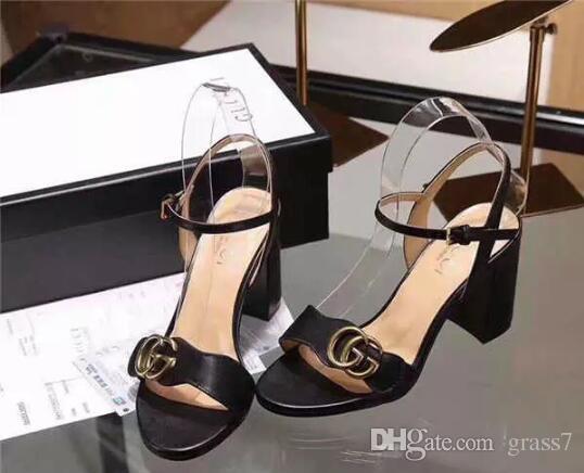 4d519aff2c5 Compre 2018 Recién Llegado De Moda Mujer Tacones Altos Sandalias De Cuero  Suave Gamuza Casual Zapatos De Sandalia Negro Señora Tacones Al Aire Libre  De Gran ...